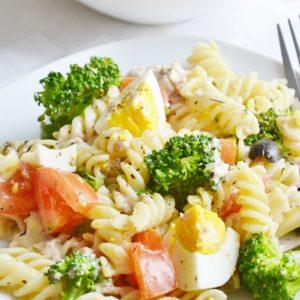 makaron-z-tunczykiem-i-warzywami